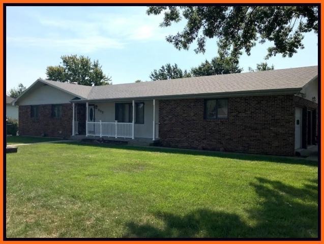 Real Estate Listing  302 Park Plaza Kirksville